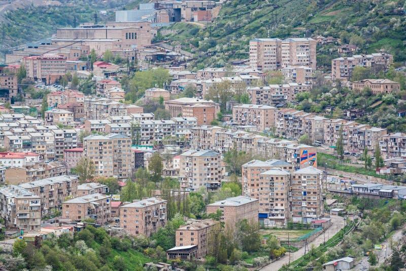 Kajaran é cidade no início da passagem de Meghri no sul Armênia imagem de stock