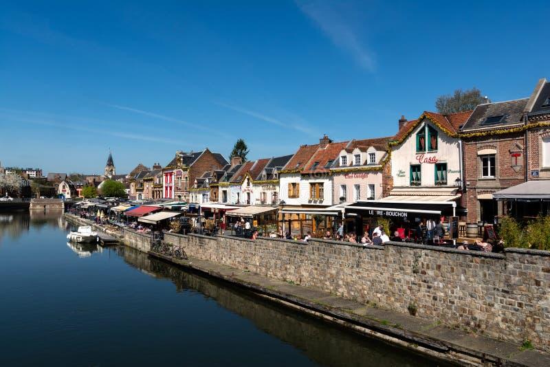 Kajen av restauranger i Amiens i Frankrike royaltyfria foton