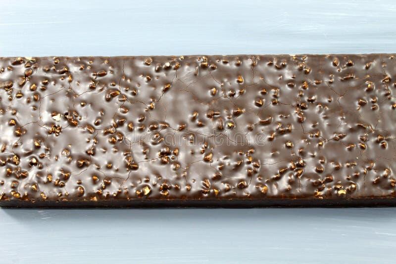 Kaka för dillandechokladmutter på grå bakgrund fotografering för bildbyråer