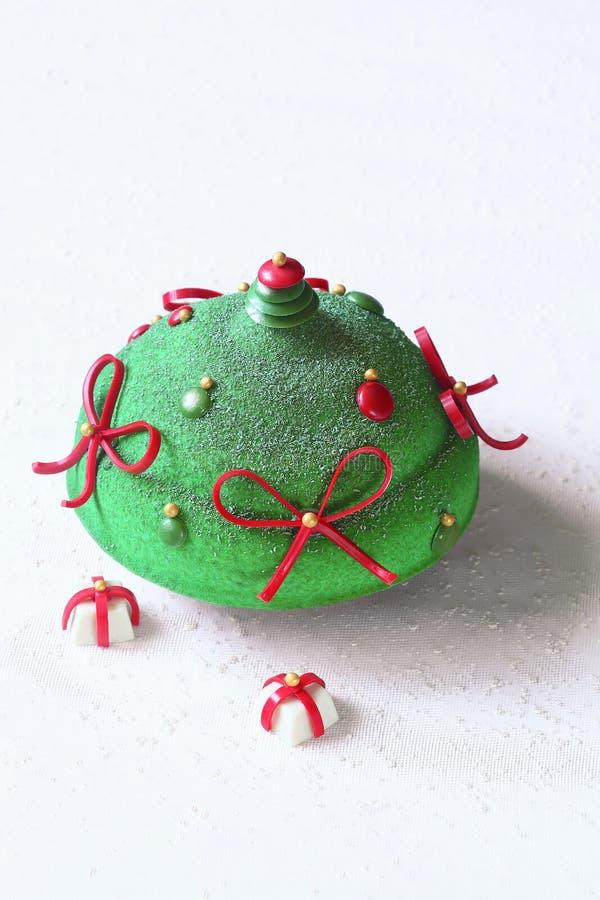 Kaka för mousse för bär för modern julpistasch röd arkivbild
