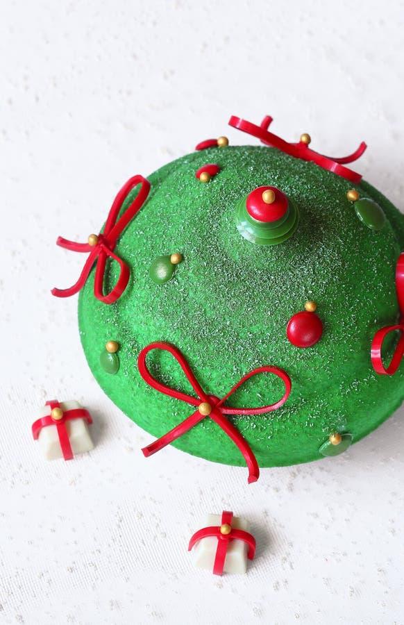 Kaka för mousse för bär för modern julpistasch röd fotografering för bildbyråer
