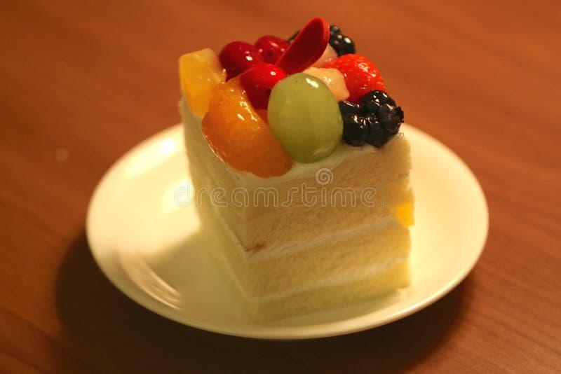Kaka för vaniljchiffongfrukt royaltyfri foto