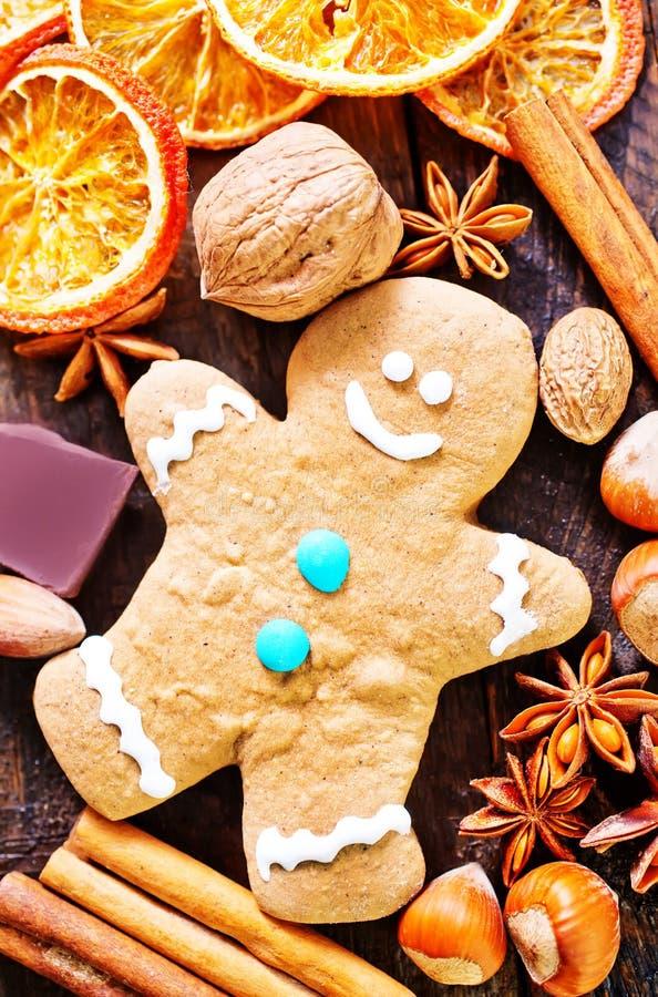 Kaka och aromkrydda arkivfoto