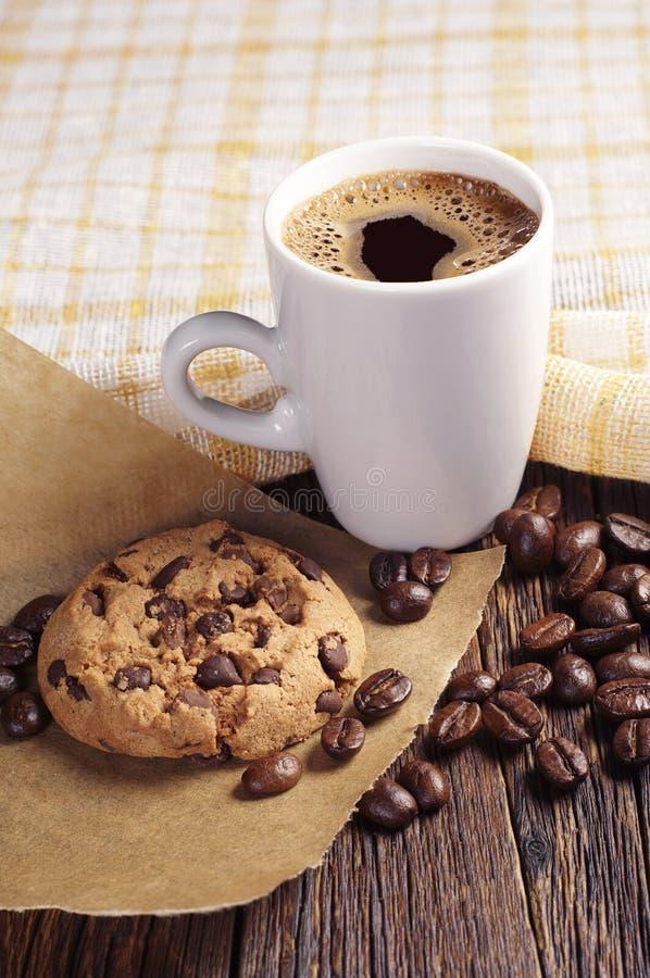 Kaka och kaffe royaltyfri foto