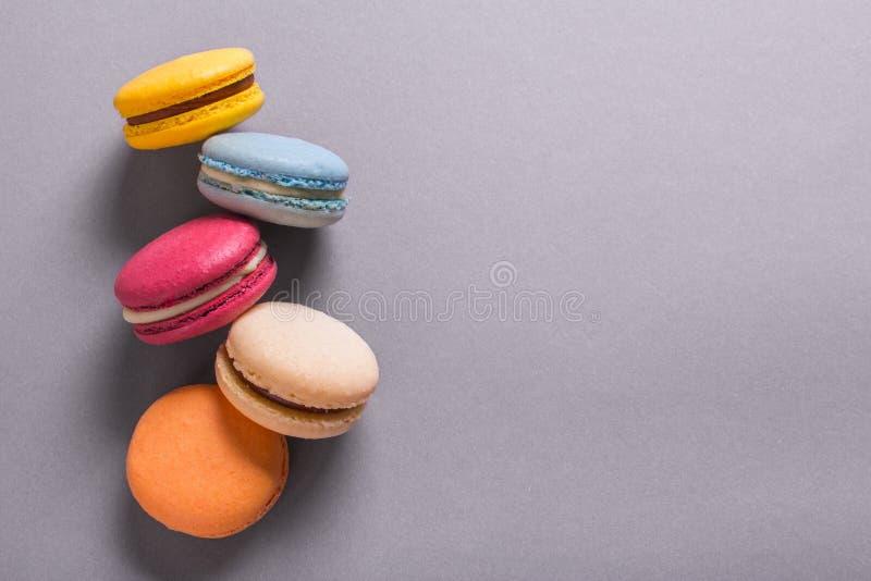 Kakamacaron eller färgrika kakor för makron royaltyfri foto
