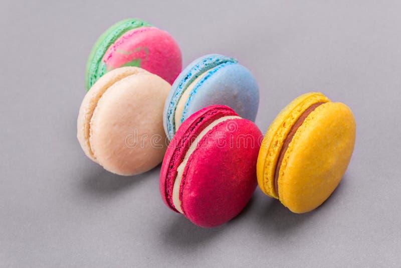 Kakamacaron eller färgrika kakor för makron royaltyfria bilder
