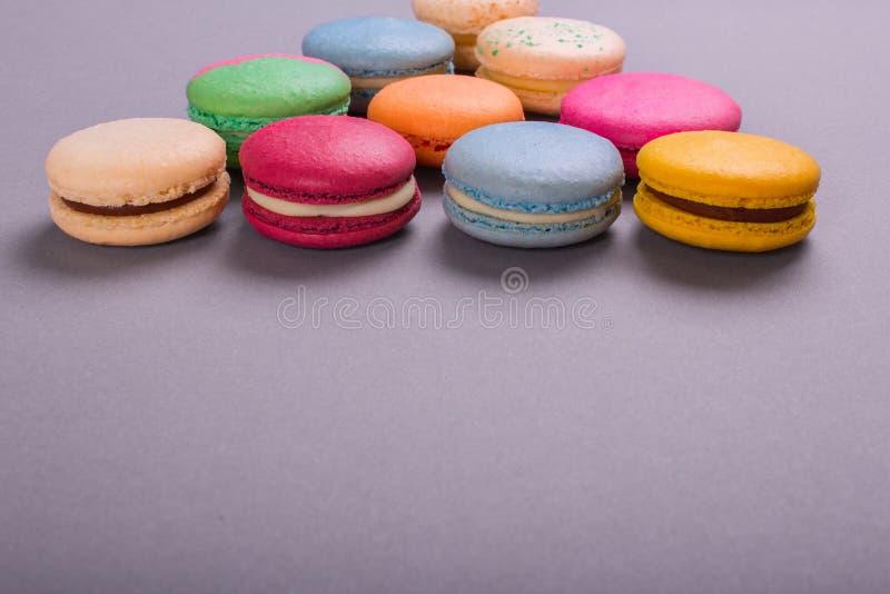 Kakamacaron eller färgrika kakor för makron royaltyfri fotografi