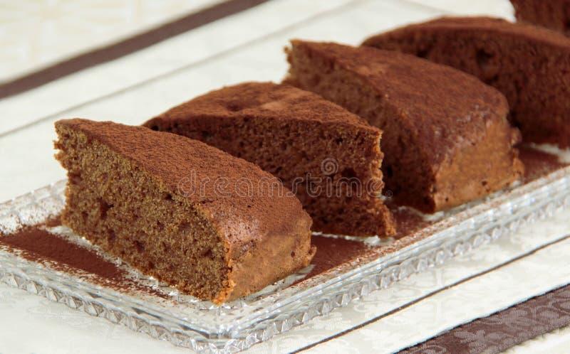 Kakaokuchen Selbst gemachte Schokoladentorte gemacht von zerriebenem Kürbis und von Äpfeln Gewürz mit Zimt, Kakao und Nüssen stockbild