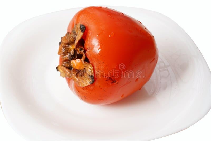 Kaki mûr et frais du plat blanc photo libre de droits