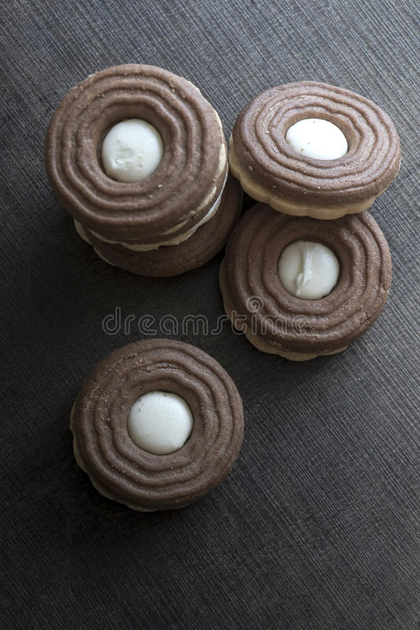 Kakor med chokladpralin arkivfoto