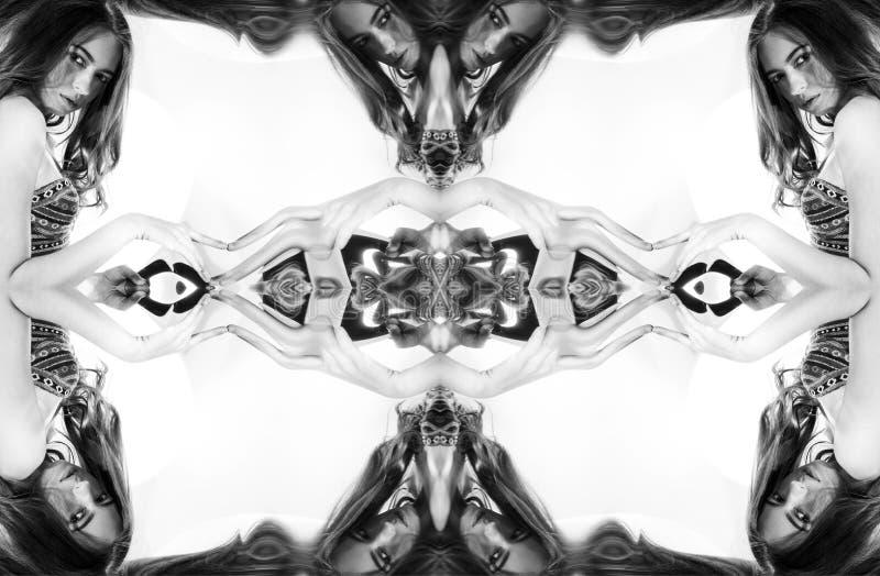 Kaléidoscope Montage abstrait d'une belle jeune femme sur le fond blanc Verticale d'art images stock