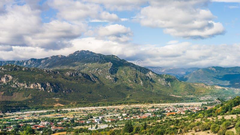 Kalabaka山景城在希腊 库存照片