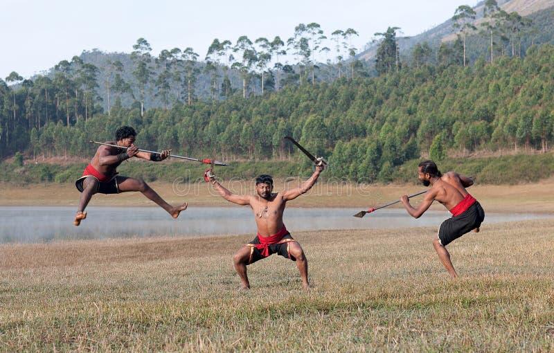 Kalaripayattu - demonstra??o marital indiana da arte em Kerala, ?ndia sul fotografia de stock