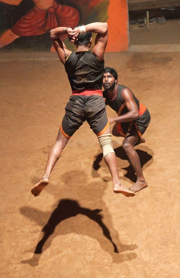 Kalaripayattu kampsport i Kerala, Indien arkivfoton