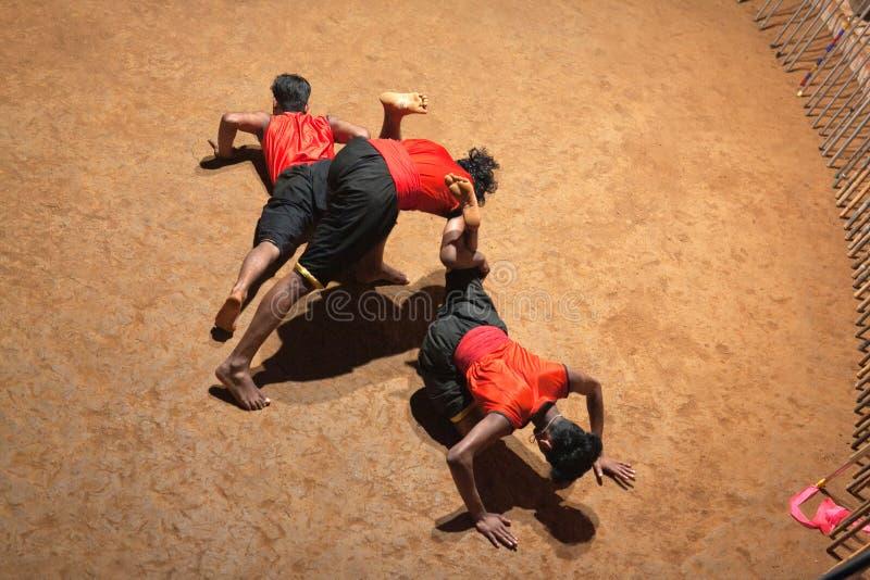 Kalaripayattu kampsport i Kerala, Indien royaltyfri fotografi