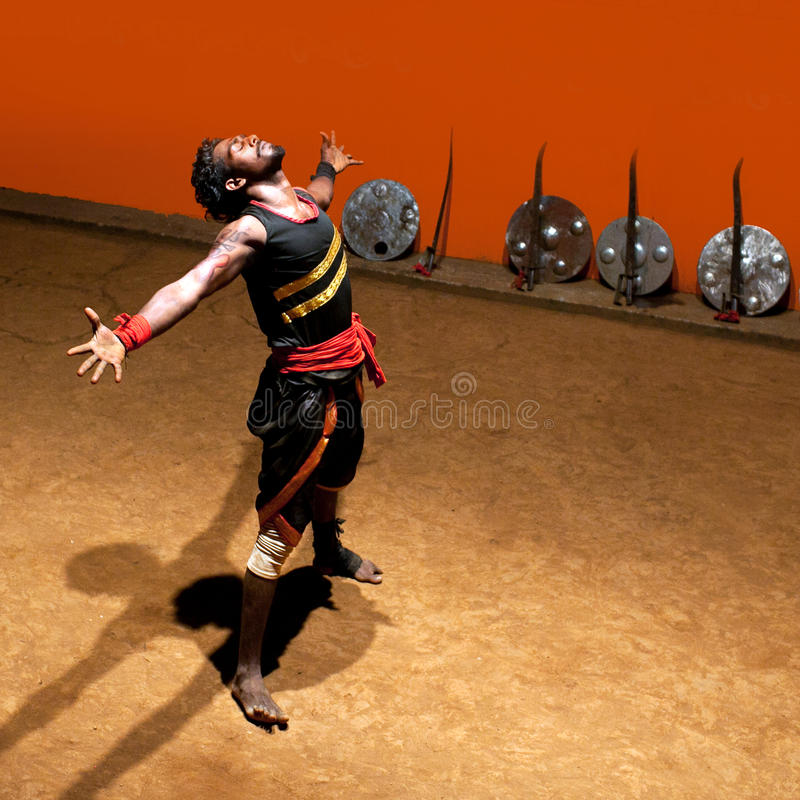 Kalaripayattu kampsport i Kerala, södra Indien royaltyfria bilder