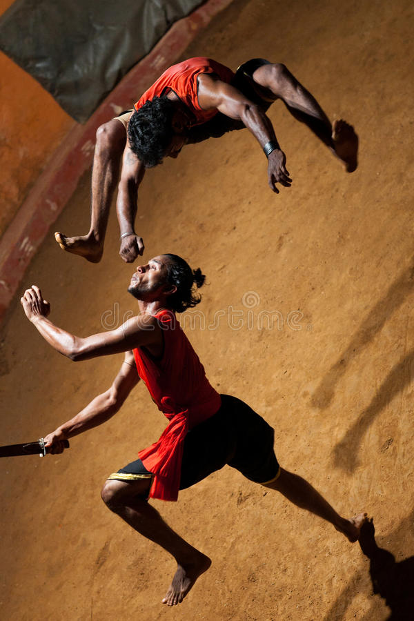 Kalaripayattu kampsport i Kerala, södra Indien royaltyfria foton