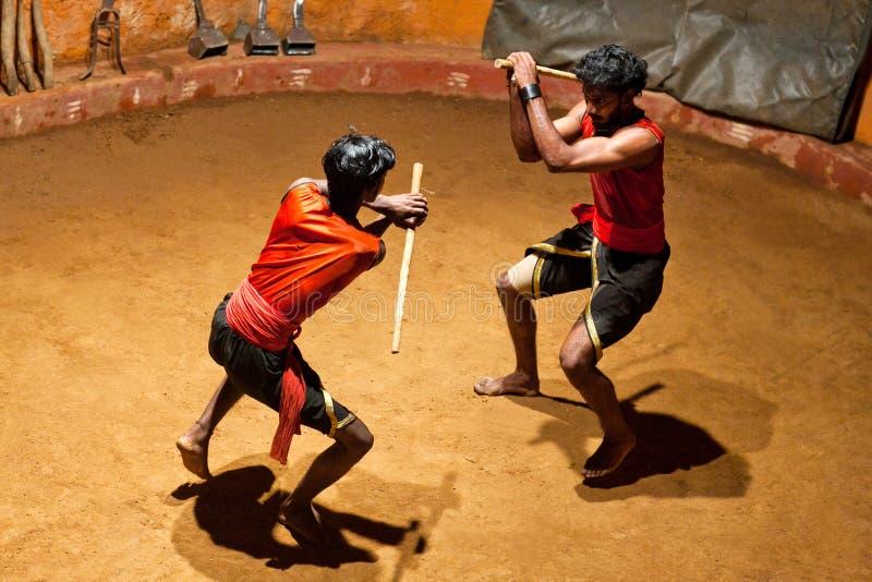 Kalaripayattu kampsport i Kerala, södra Indien arkivfoto