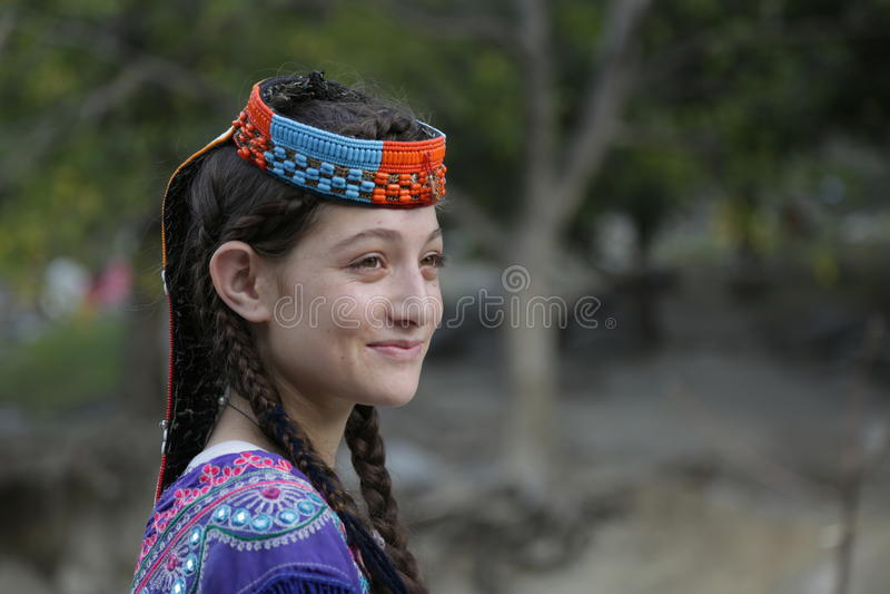 Kalashmeisje, in Chitral, Pakistan stock foto