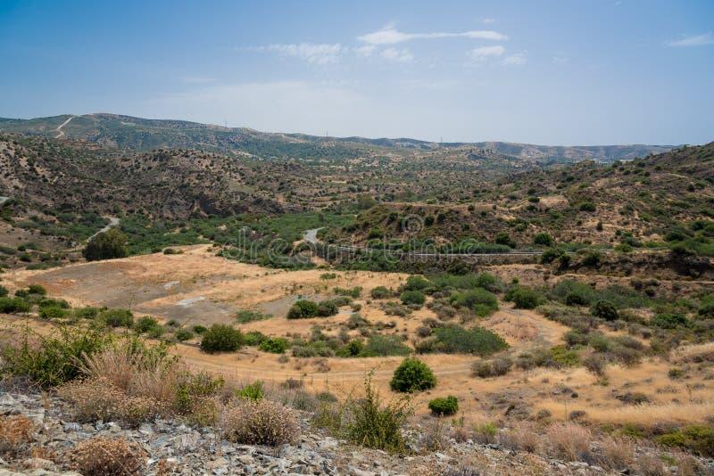 Kalavasos水坝,塞浦路斯小山  库存图片