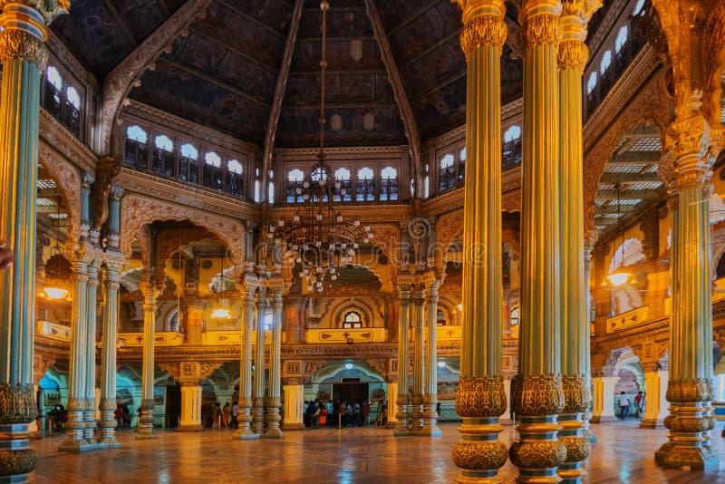 Kalayana Mantapa Pasillo, interior del palacio de Mysore, Karnataka, la India fotografía de archivo libre de regalías