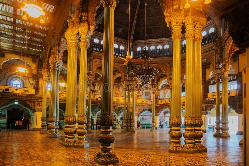 Kalayana Mantapa Pasillo, interior del palacio de Mysore, Karnataka, la India imagenes de archivo