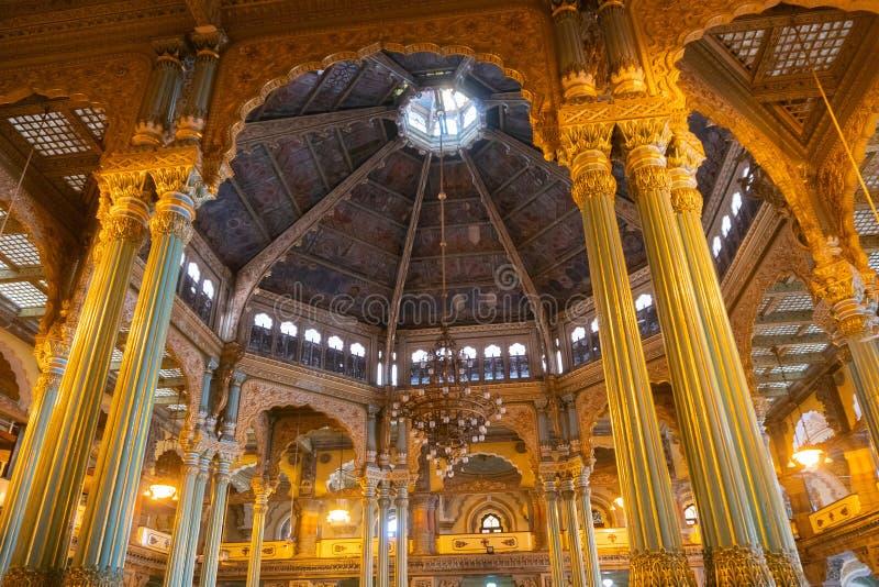 Kalayana Mantapa Pasillo, interior del palacio de Mysore, Karnataka, la India imágenes de archivo libres de regalías