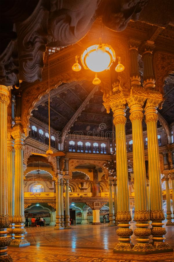 Kalayana Mantapa Pasillo, interior del palacio de Mysore, Karnataka, la India foto de archivo