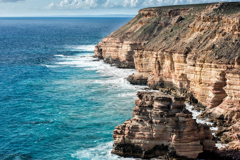 Kalbarri Batavia seglar utmed kusten klippor på havet royaltyfri fotografi