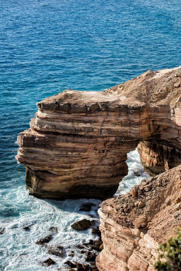 Kalbarri Batavia seglar utmed kusten klippor på havet royaltyfria foton