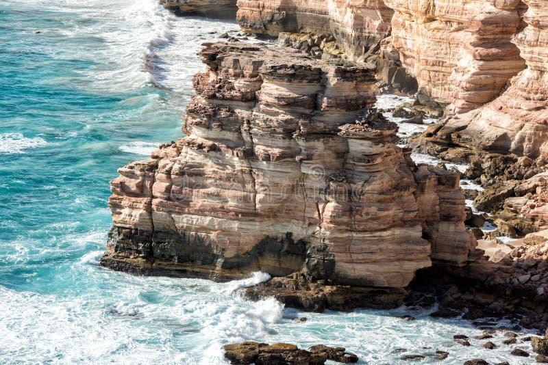 Kalbarri Batavia seglar utmed kusten klippor på havet fotografering för bildbyråer