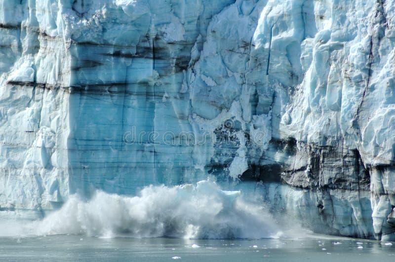 Kalben, Gezeitenwasser Margerie Gletscher, Alaska lizenzfreie stockfotos
