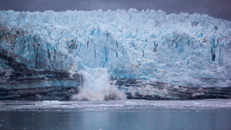 Kalben-Gletscher in Nationalpark Glacier Bays stockbild