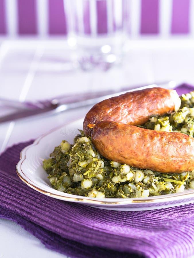 Kale με το λουκάνικο στοκ εικόνες