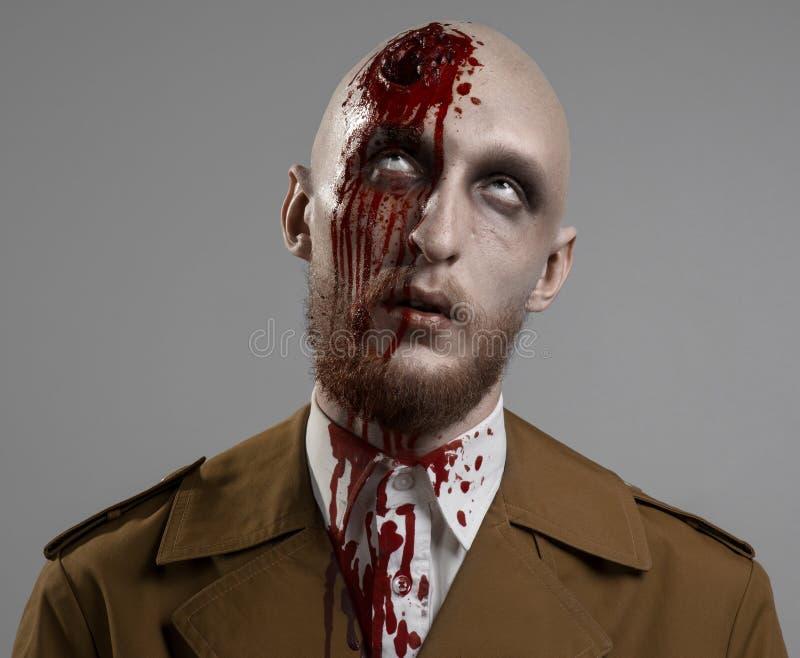 Kale mens met een gebroken hoofd stock foto's