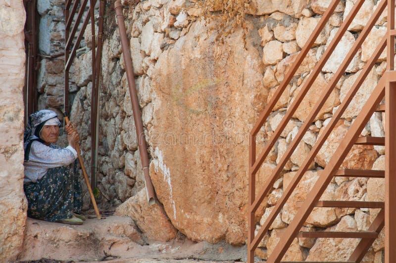 Kalekoy - verano 2011: Una mujer tradicional de la col rizada imagen de archivo libre de regalías