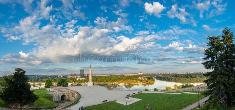 Kalemegdan i zwycięzca w ranku słońcu Wielki przegląd rzeczny Sava i nowy Belgrade od Kalemegdan obrazy stock
