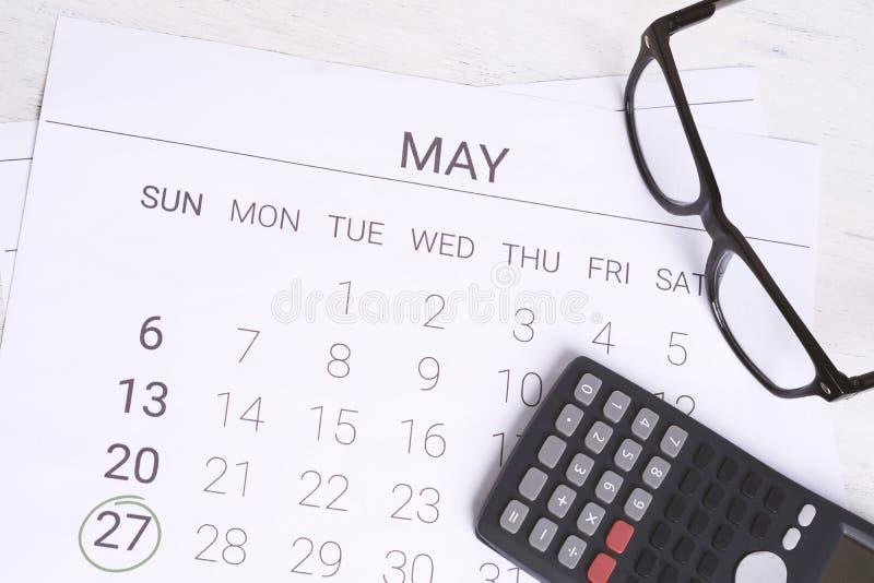 Kalendarz z kalkulatorem Pieniężnego planowania pojęcie zdjęcia royalty free