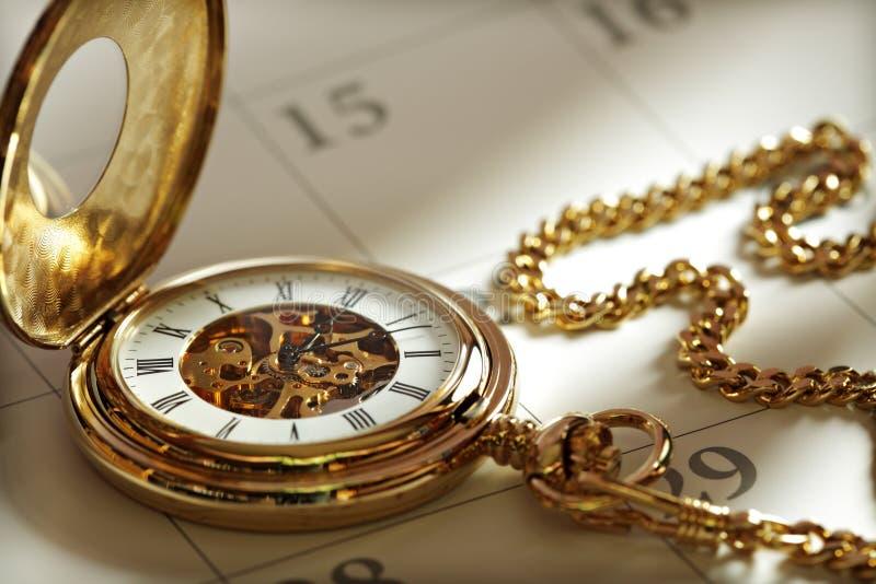 kalendarzowy złocisty kieszeniowy zegarek fotografia stock