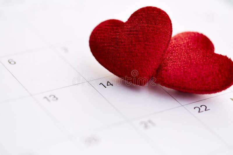 Download Kalender Aan Valentijnskaartendag Stock Afbeelding - Afbeelding bestaande uit manier, achtergrond: 107707849