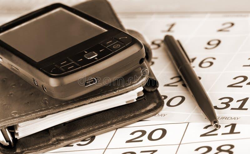Kalender, Feder, Taschenplaner und pda stockfotos
