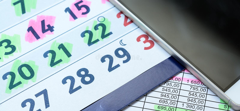 Kalender met de telefoon van de deelcel stock fotografie