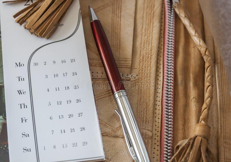 Kalender och Pen On Leather Folder royaltyfria bilder