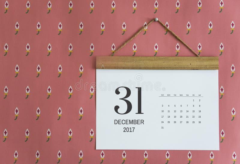 Kalender op de geïsoleerde muur royalty-vrije stock foto