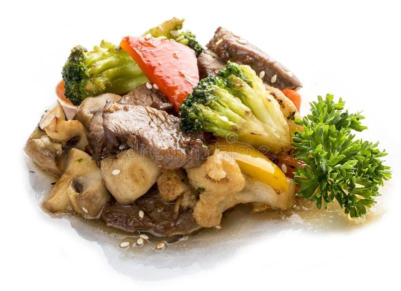 Kalfsvlees, in WOK met groenten in sojasaus wordt gebraden die Aziatische Lunch royalty-vrije stock foto's