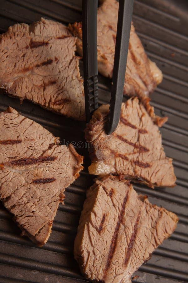 Kalfsvleeslapjes vlees het braden royalty-vrije stock foto's