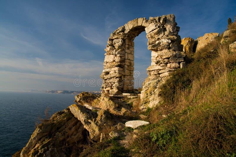 Kaliakra Grenzstein in Bulgarien stockfotos