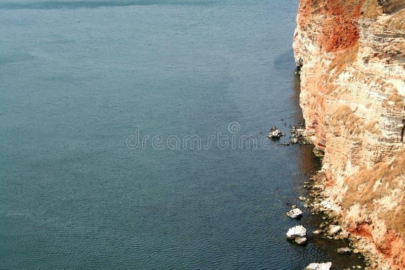 KALIAKRA - il mare incontra le rocce fotografia stock libera da diritti