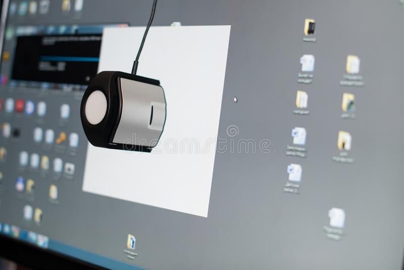 Kalibrierung der Anzeige eines Computers, Nahaufnahme lizenzfreie stockfotografie