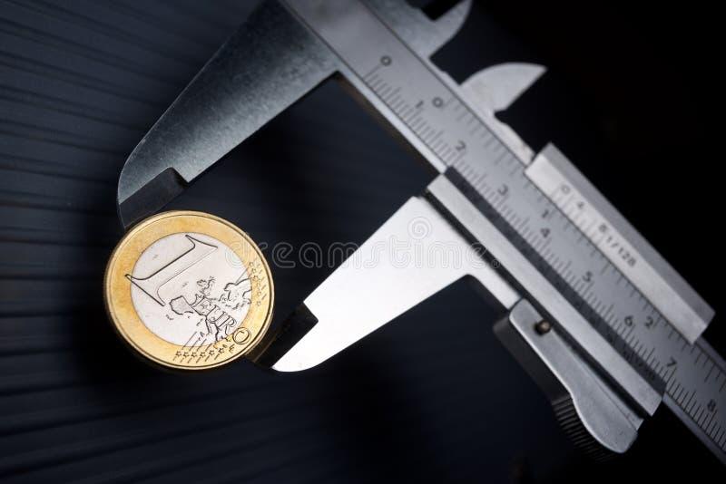 Kalibrierung des Euro stockbild